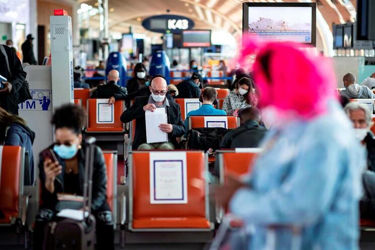 França vai impor quarentena a viajantes oriundos de Espanha