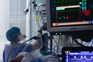 França bate recorde diário de casos com 13.498 novos doentes
