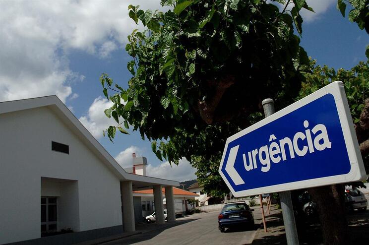 Enfermeiros suspendem tratamentos domiciliários por falta de auxiliares