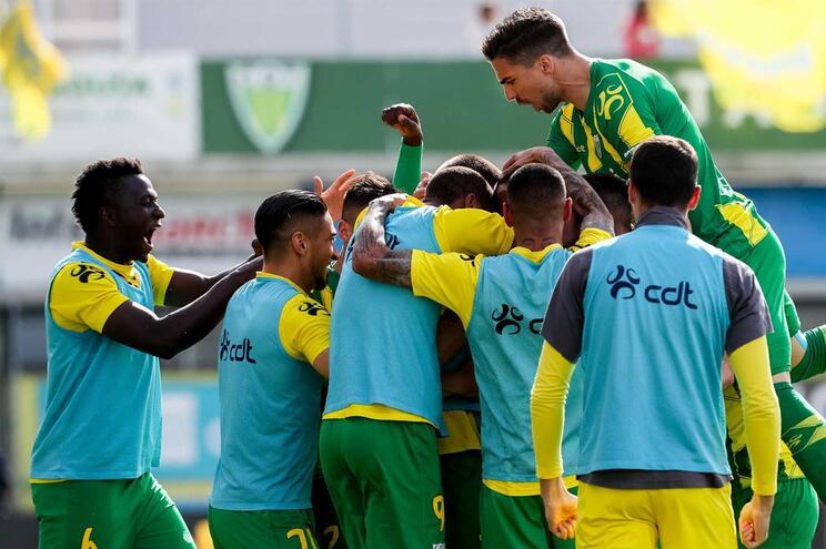 Tondela vence Chaves e garante permanência na Liga