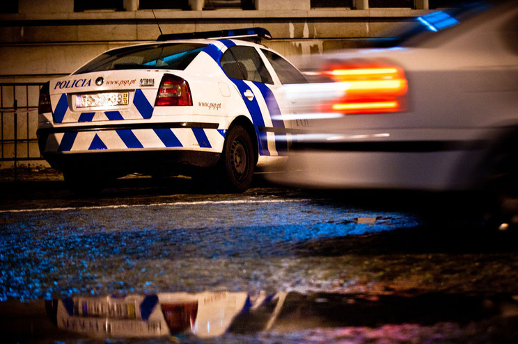 Carro roubado despista-se durante perseguição policial em Oeiras