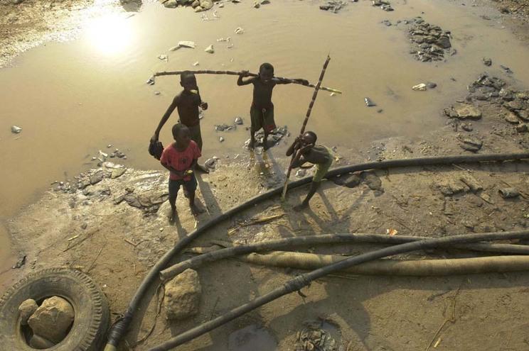 """Governo angolano tem programa """"ambicioso"""" para a construção de escolas"""