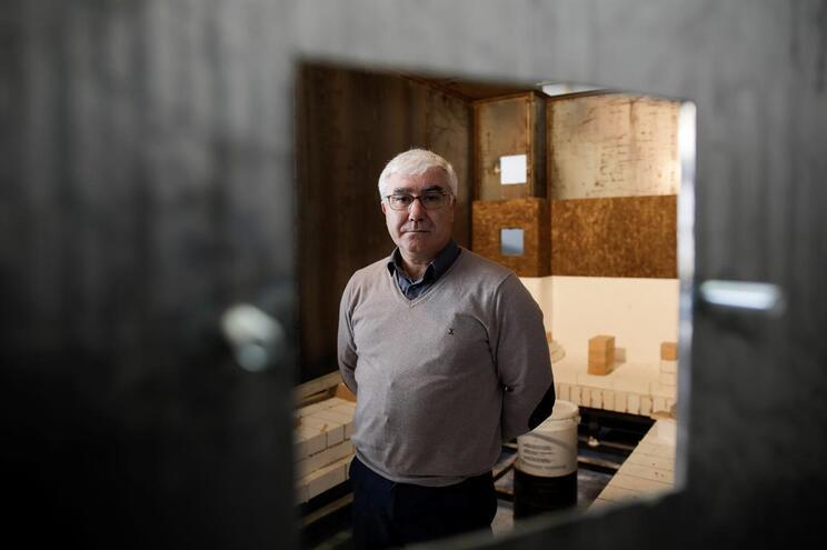 Carlos Lopes da empresa Induzir, de fabricação de fornos para cerâmica