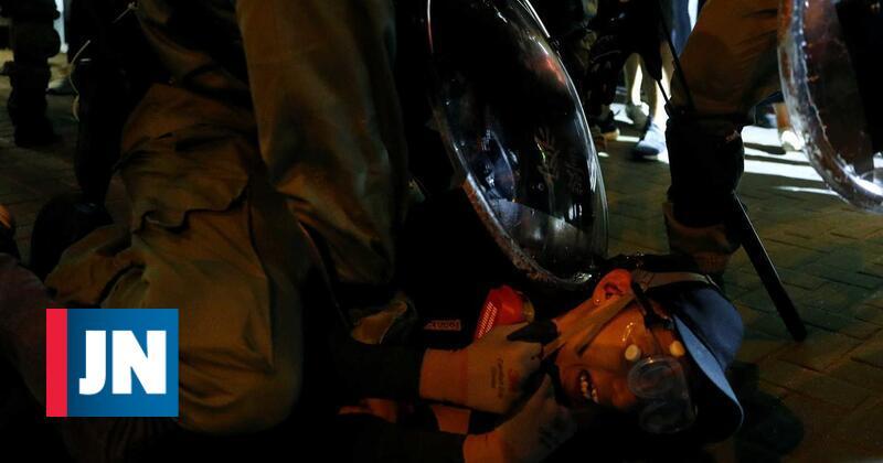 Polícia de Hong Kong anuncia 29 detidos no violento protesto de sábado