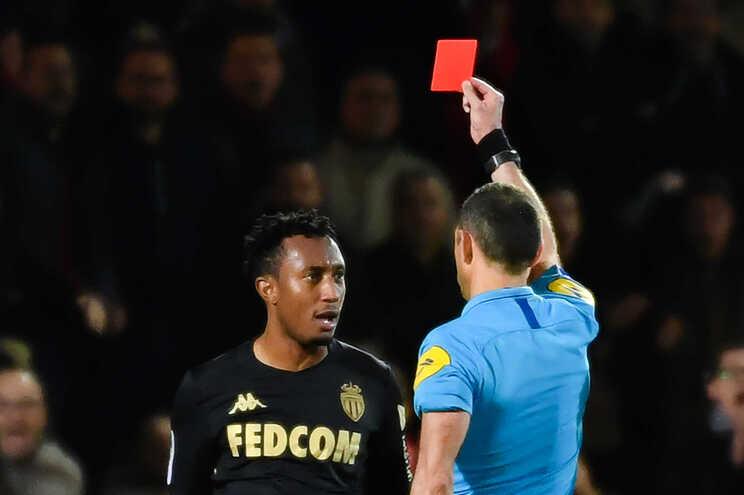 A 1 de fevereiro de 2020 o árbitro francês Mikael Lesage exibiu o cartão vermelho ao português Gelson