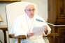 Papa leiloa objetos doados por desportistas para ajudar hospitais em Itália