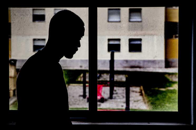 Dos 691 reclusos que beneficiaram de saídas administrativas extraordinárias, 44 pessoas viram essa autorização