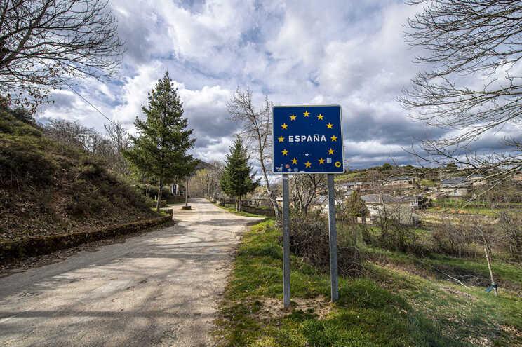 Fronteiras foram encerradas em março devido à pandemia de covid-19