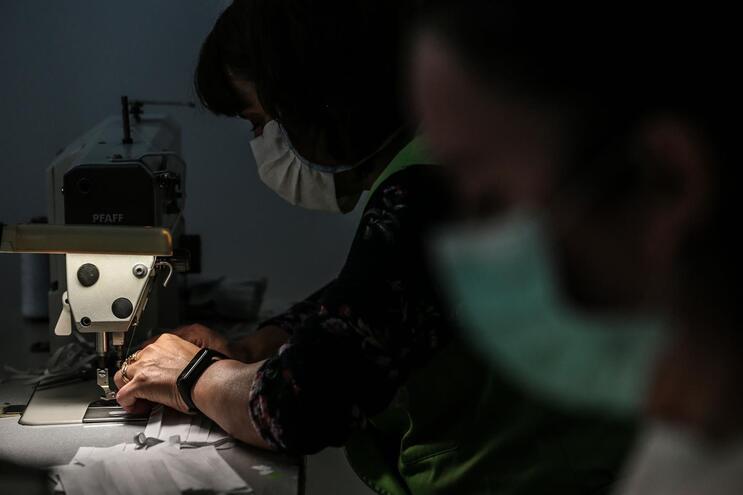 Já há 24 empresas que cumprem os requisitos de certificação de máscaras
