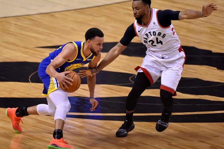 Toronto Raptors batem Golden State no primeiro jogo da final