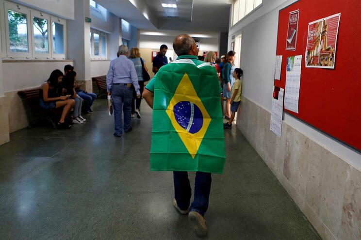 """Rede criminosa legalizava """"largas dezenas de cidadãos brasileiros"""""""