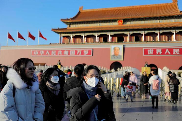 China somou esta segunda-feira três mortes e 217 infetados oficialmente contabilizados
