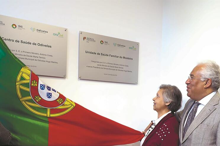 Primeiro-ministro começou em Odivelas semana em que vai descerrar várias placas inaugurativas pelo país