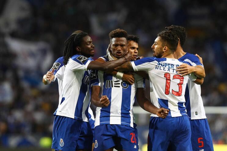 F. C. Porto vence V. Setúbal ao intervalo