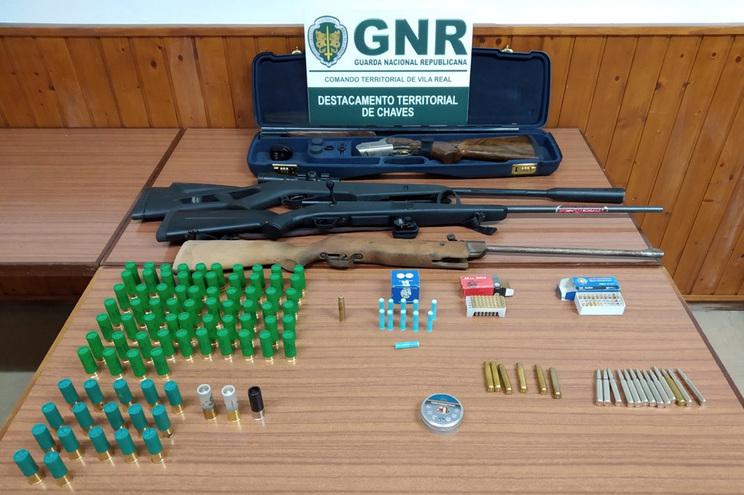 Noutro caso de violência doméstica no distrito, a GNR de Vila Real apreendeu armas a um suspeito