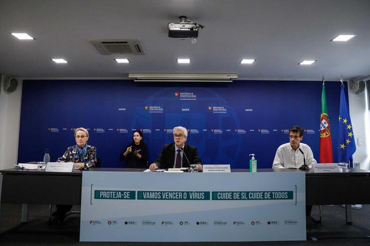 Conferência de imprensa diária sobre o surto de coronavírus em Portugal