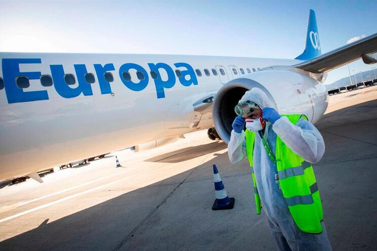 Comissão Europeia desaconselha viagens para fora da UE até fim do ...