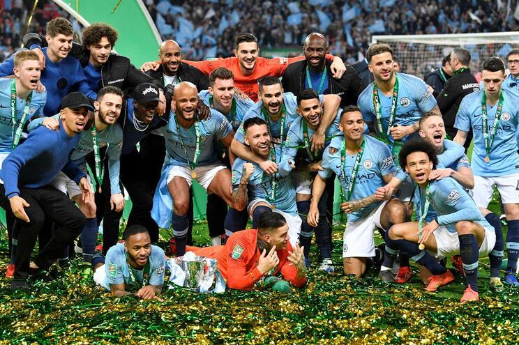 Manchester City vence Chelsea nos penáltis e revalida Taça da Liga