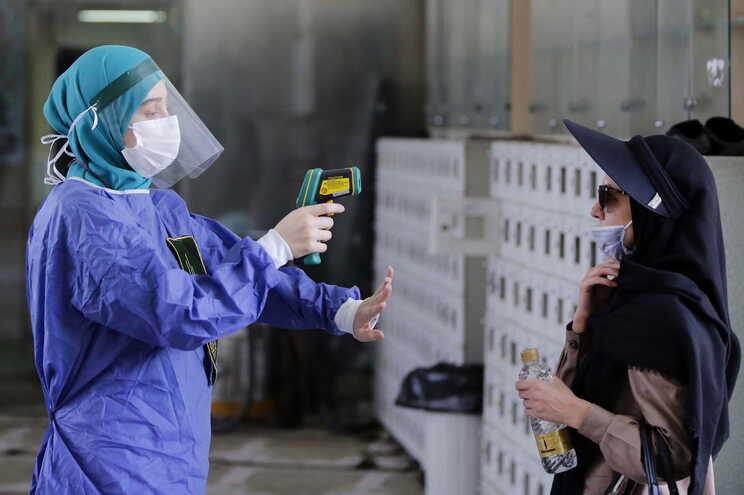 Irão regista recorde de novos casos de covid-19