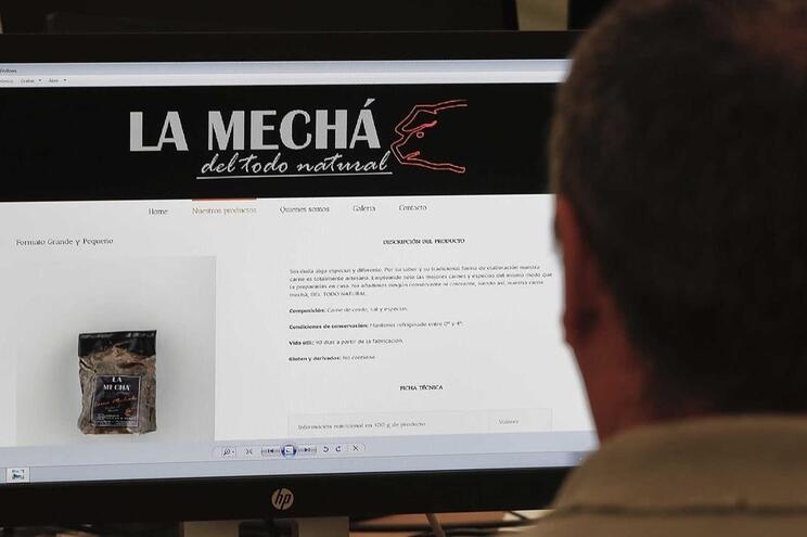 """Origem de um surto estava num lote de carne assada da marca """"La Mechá"""", fabricada pela Magrudis"""