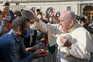 Papa Francisco com fiéis na Praça de São Pedro