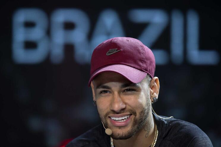 Neymar fez primeiro treino condicionado em Paris