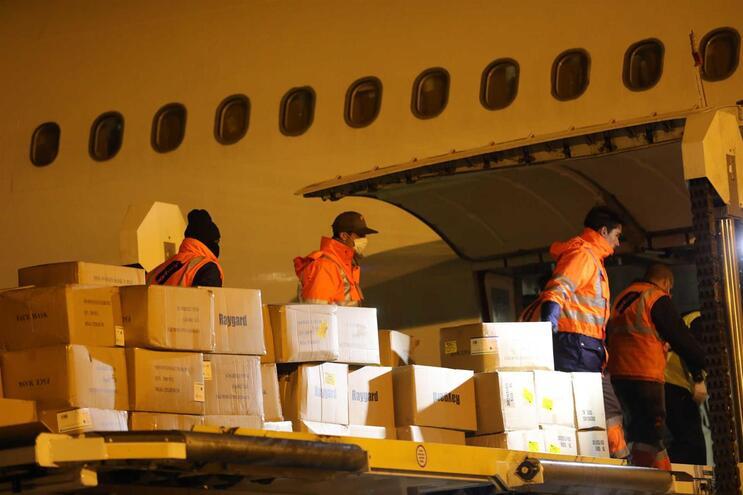 Avião que chegou a 27 de março da China não trouxe ventiladores ou reagentes