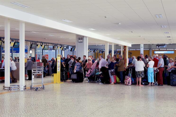 Duas companhias aéreas multadas por recusarem indemnização a passageiros