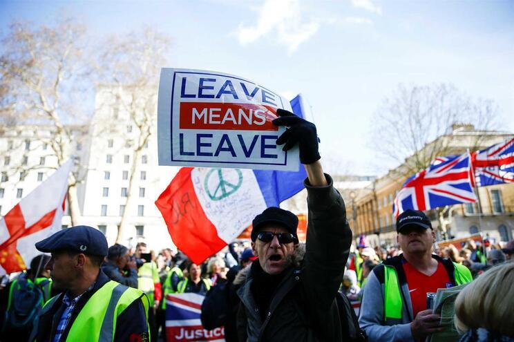 Data de saída é dia 29 e ainda não há acordo no parlamento britânico