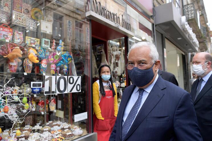 O primeiro-ministro visitou o comércio local no Porto