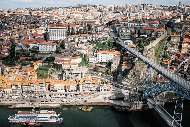Câmara do Porto é uma das três dezenas que não aceitaram qualquer competência transferida do Estado