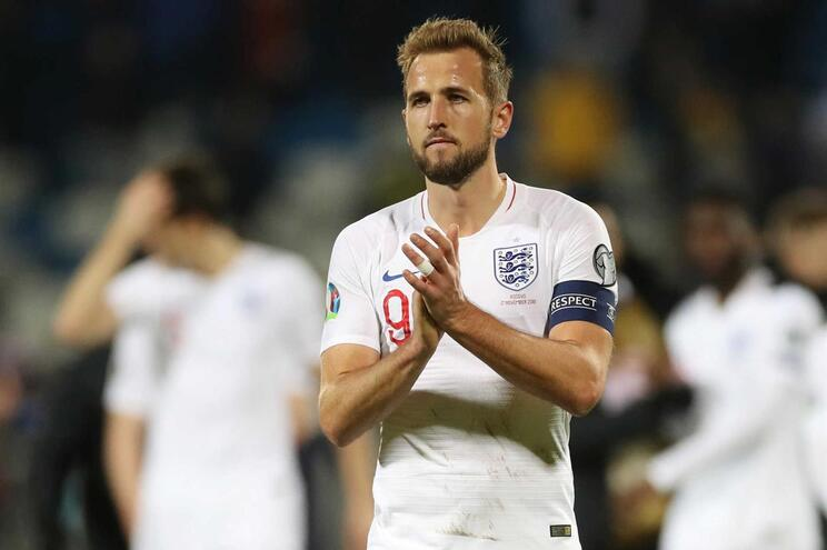 Harry Kane faz história na goleada inglesa em Grupo A já decidido