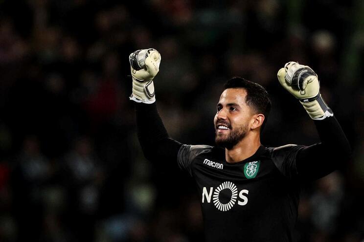 Sporting confirma contratação do guarda-redes Renan Ribeiro em definitivo