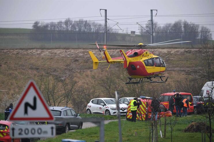 Comboio TGV descarrila e causa pelo menos 20 feridos em França