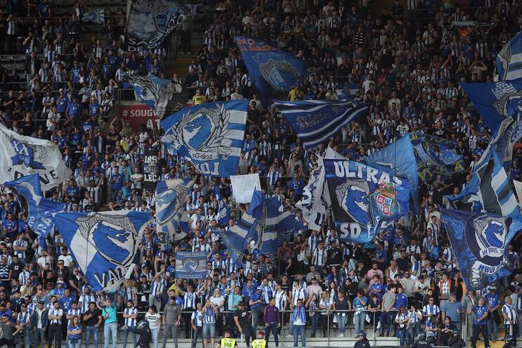 """F. C. Porto responde ao Benfica: """"Divirtam-se a chafurdar na lama que criaram"""""""