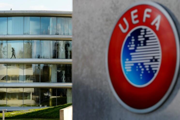 UEFA reuniu esta terça-feira e decidiu adiar o Euro2020