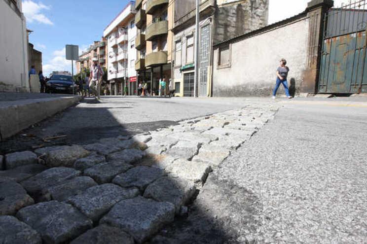 Rua D.Afonso Henriques está a ser alvo de uma intervenção de emergência