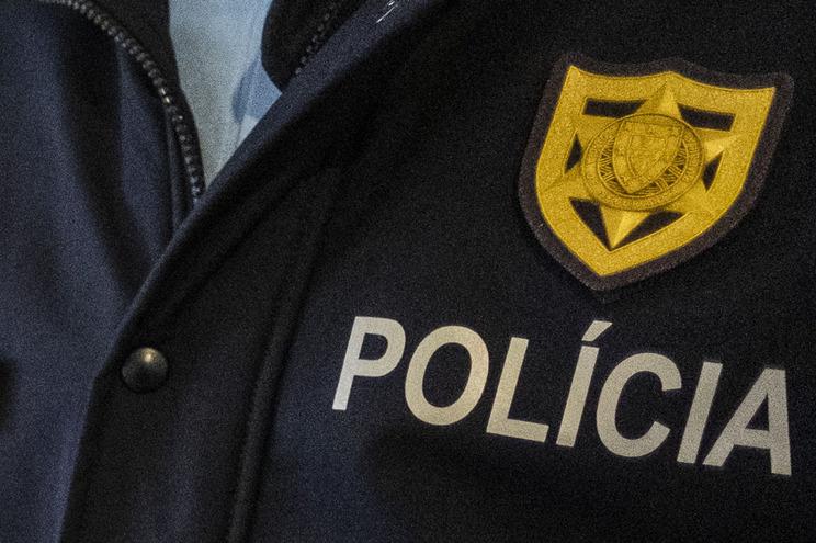O indivíduo não acatou as ordens e acabou detido pela PSP de Famalicão