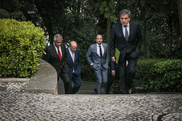 Os presidentes do Benfica, F. C. Porto e Sporting juntaram-se ao líder da Federação na reunião com o