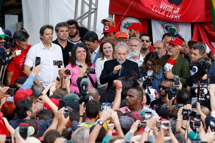 """Lula da Silva diz que resistiu à """"safadeza"""" do """"lado podre"""" da Justiça"""
