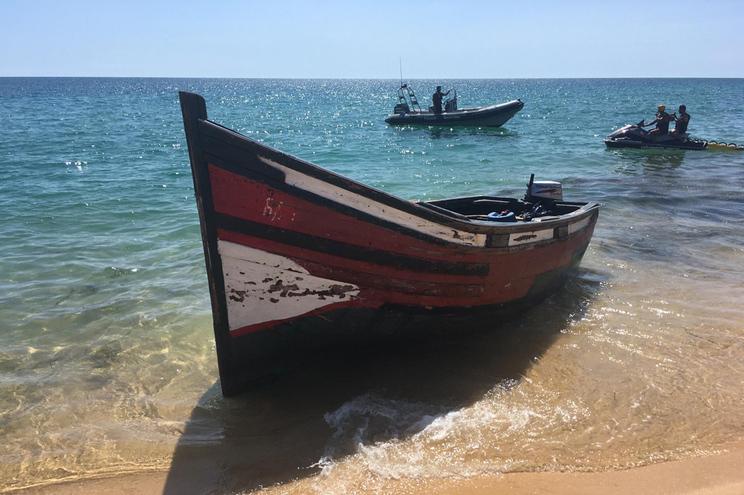 Embarcação onde viajaram os migrantes