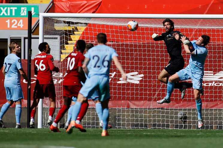 Liverpool empatou em casa com o Burnley