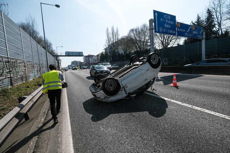 Menos acidentes e menos mortos nas estradas desde o início do ano