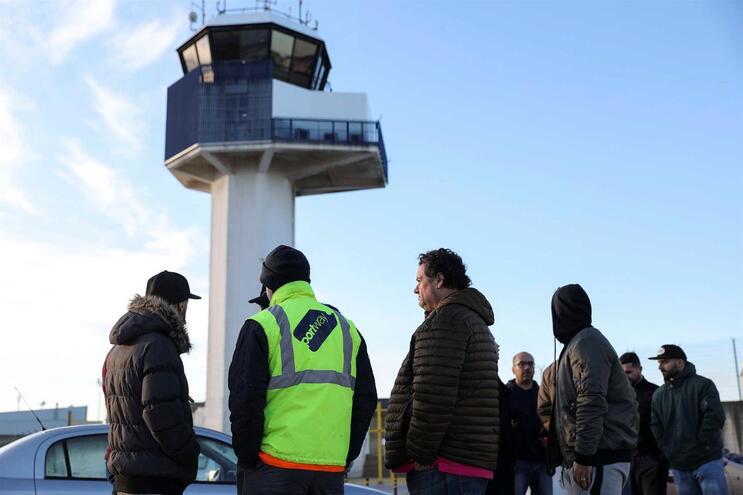 Piquete de greve junto ao aeroporto de Lisboa