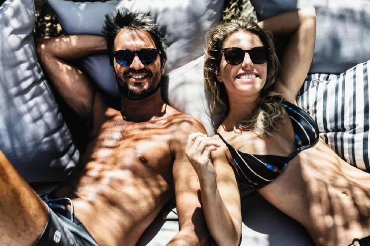 Pimpinha Jardim desfruta de férias em ilha grega