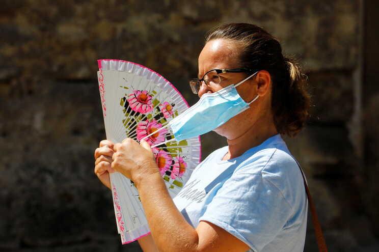 Estremadura torna obrigatório uso de máscara