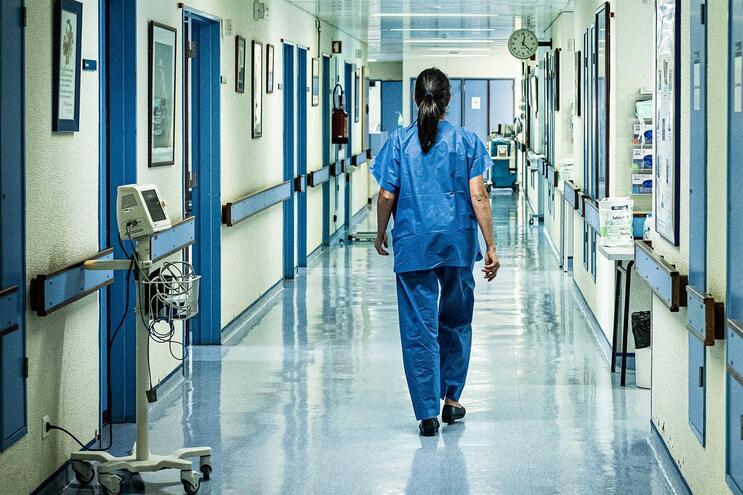 Paciente estava a aguardar os resultados das análises no Hospital Curry Cabral, em Lisboa