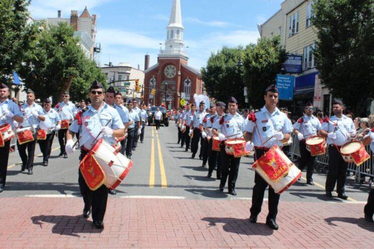 Fanfarra dos Bombeiros Voluntários de Ourém atuou na parada das celebrações do Dia de Portugal em Newark