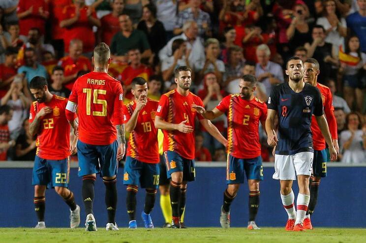 Espanha goleia vice-campeã do mundo