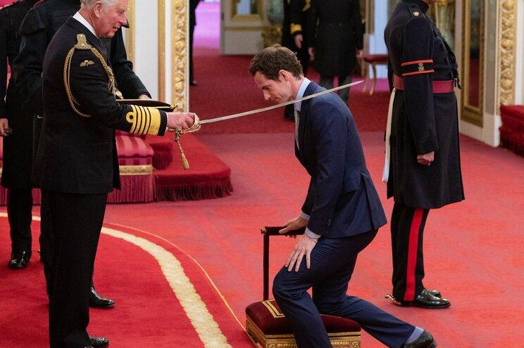 Andy Murray ordenado Cavaleiro pelo príncipe Carlos de Inglaterra